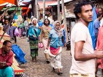 Ludzie przy Addis Mercato w Addis Abeba, Etiopia wielki ma Zdjęcia Stock