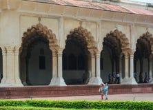 Ludzie przy Agra fortem w India Zdjęcie Royalty Free