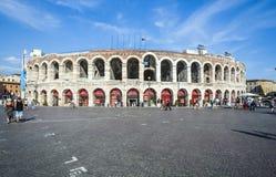 Ludzie przy areną Verona Zdjęcia Stock