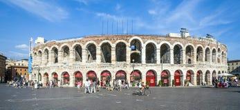 Ludzie przy areną Verona Zdjęcia Royalty Free