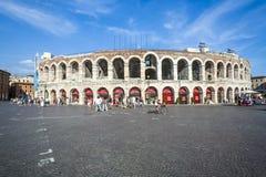 Ludzie przy areną Verona Obraz Royalty Free