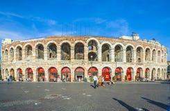 Ludzie przy areną Verona Fotografia Royalty Free