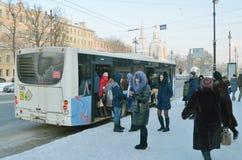 Ludzie przy autobusową przerwą Obraz Stock