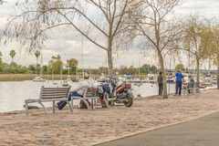 Ludzie przy Boardwalk Santa Lucia rzeka w Montevideo zdjęcia royalty free