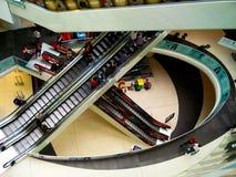 Ludzie przy centrum handlowym Obraz Stock
