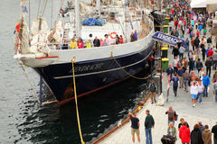Ludzie przy Eendracht statkiem Zdjęcia Stock