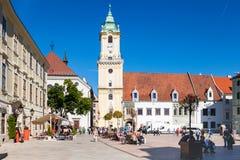 Ludzie przy głównym placem w Bratislava mieście Obrazy Stock