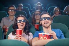 Ludzie przy kinem zdjęcie royalty free