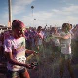 Ludzie przy kolorem Biegają wydarzenie w Mediolan, Włochy Zdjęcie Royalty Free