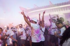 Ludzie przy kolorem Biegają wydarzenie w Mediolan, Włochy Obraz Stock
