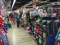 Ludzie przy MBK zakupy centrum handlowym, Bangkok Obrazy Royalty Free