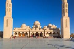 Ludzie przy meczetem w Hurghada, Egipt Obraz Stock