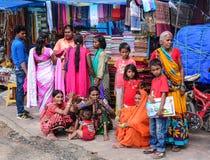 Ludzie przy miejscowym wprowadzać na rynek w Agra, India Fotografia Stock