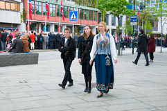 Ludzie przy norweskim konstytucja dniem podczas parady Fotografia Stock