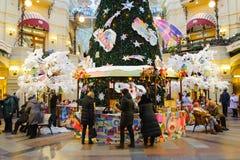 Ludzie przy nowego roku jarmarkiem w Moskwa Obrazy Royalty Free