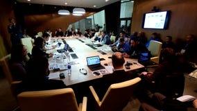 Ludzie przy round stołu sesją zbiory