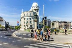 Ludzie przy sławnymi uranami w Wiedeń Fotografia Royalty Free