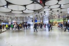 Ludzie przy stacją metru Karlsplatz w Monachium metrze Fotografia Royalty Free