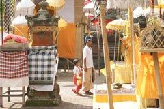Ludzie przy Tirta Empul Hinduską świątynią Bali na Indonezja Zdjęcie Stock