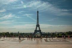 Ludzie przy Trocadero i wieża eifla w Paryż Zdjęcia Royalty Free
