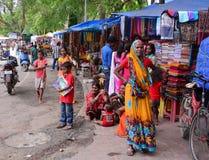 Ludzie przy ulicznym rynkiem w Agra, India Fotografia Stock
