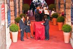 Ludzie przy wejściem aren di Verona, Włochy Obraz Stock