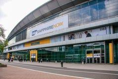 Ludzie przy wejściem SZAFIROWA konferencja SAP firma zdjęcia royalty free