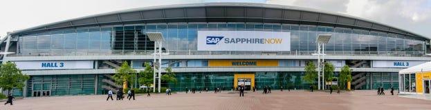 Ludzie przy wejściem SZAFIROWA konferencja SAP firma obraz stock