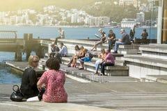 Ludzie przy Wellington nabrzeżem, północna wyspa Nowa Zelandia Zdjęcia Royalty Free