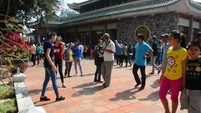 Ludzie przy Wielką Macierzystą świątynią w Chau Doc, Wietnam zbiory