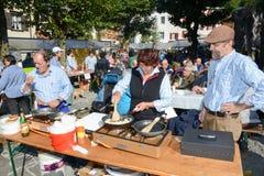 Ludzie przygotowywa jedzenie przy jesień festiwalem przy Engelberg Obrazy Stock