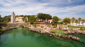 Ludzie relaksują na pięknych plażach Cascais Portugalia widok z lotu ptaka Obraz Royalty Free