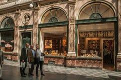 Ludzie robi selfie przy Galeries Royales Hubert w Bruksela Zdjęcie Stock