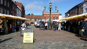 Ludzie robi zakupy w lokalnej wiosce Zdjęcie Royalty Free