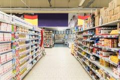 Ludzie Robi zakupy W supermarketa sklepu nawie Zdjęcie Stock