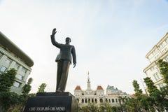 Ludzie s Komitetowego budynku w Saigon, Wietnam Zdjęcie Royalty Free