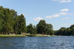 Ludzie są odpoczynkowi w dziejowy parkowy ` Kuzminki-Lublino ` Zdjęcia Royalty Free