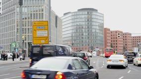 Ludzie, samochodu ruch drogowy przy Berlińskim Potsdamer Platz zbiory