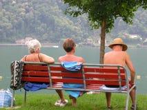 ludzie się ławki parku Zdjęcie Stock