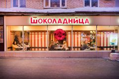 Ludzie siedzą w Shokoladnitsa caffe w Moskwa Fotografia Royalty Free
