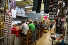 Ludzie siedzi i je w kawiarni, Meksyk, Meksyk zdjęcie stock