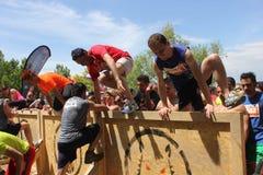 Ludzie skacze nad przeszkodą Fotografia Stock