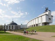 Ludzie spaceru od zwycięstwo pomnika, Moskwa Fotografia Royalty Free