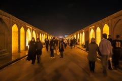Ludzie spaceru wzdłuż Se mosta obraz stock