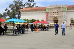 Ludzie spaceruje wokoło podwórzy balboa park, San Diego, Kalifornia, 2016 Fotografia Stock
