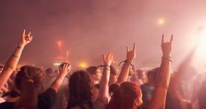 Ludzie stawiać ręk w powietrzu Fotografia Royalty Free