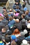 Ludzie stoją w kolejce Zdjęcia Royalty Free