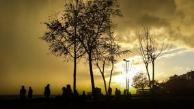 Ludzie sylwetek przy parkiem w Modzie, Istanbuł miasto Fotografia Royalty Free