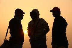 Ludzie sylwetki w słońce secie zdjęcie royalty free