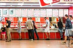 Ludzie tłumu łasowania fasta food Zdjęcia Stock